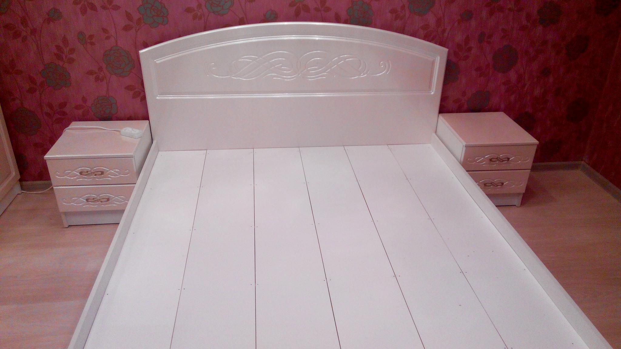 Кровать венеция с тумбочками